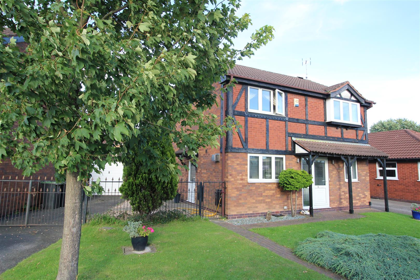 4 Bedrooms House for sale in Roehampton Drive, Trowell Park, Trowell